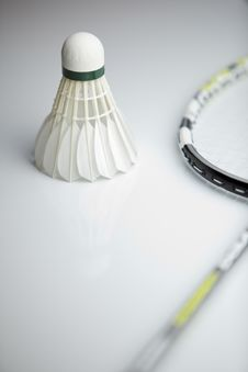 Free Badminton Shuttlecock And Racket Royalty Free Stock Image - 19157336