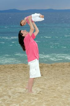 Free Mother With Her Baby At Beach Royalty Free Stock Images - 19162469