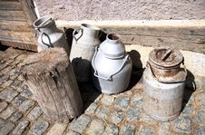 Free Fresh Milk Tins In The Country Royalty Free Stock Photography - 19163427