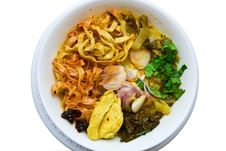 Traditional Egg Noodle With Chicken Curry Stock Photography