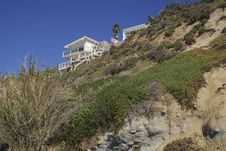 Free Beach House Overlooking Bluff Royalty Free Stock Photo - 19168005