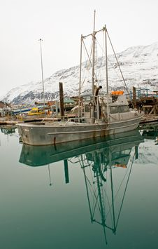 Free Boat Docked On Still Waters Stock Images - 19170174