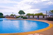 Free Curve Swimming Pool Wide Royalty Free Stock Images - 19177799