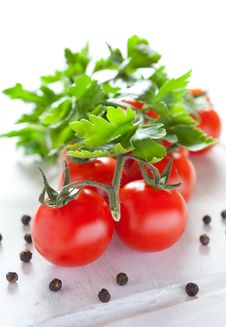 Free Fresh Vine Tomatoes Royalty Free Stock Photo - 19185575