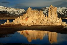 Free Mono Lake Reflections Royalty Free Stock Photography - 19186367