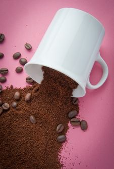 Free Coffee Grind Spill Royalty Free Stock Image - 19189256