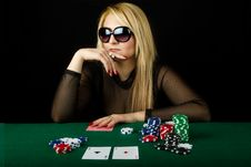 Free Sexy Blond Playing Poker Royalty Free Stock Photography - 19191797