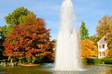 Free Fountain & Gardens, Autumn Royalty Free Stock Photography - 19191847
