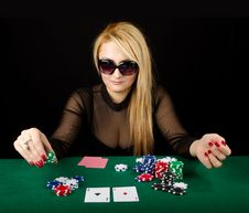 Sexy Blond Playing Poker Royalty Free Stock Images