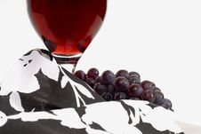 Free Low View Of A Wine Glass With Wine And Grapes And Napkin Royalty Free Stock Photo - 1921765