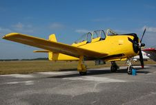 Free Vintage T-28 Trainer Airplane In Yellow Color Royalty Free Stock Photography - 1924807