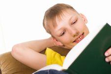 Free Boy Reading A Book Royalty Free Stock Photos - 19201068