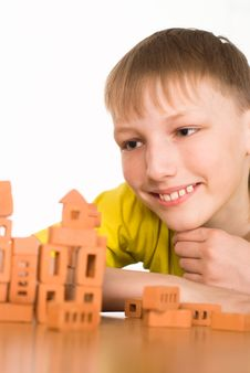 Free Young Boy Constructing Royalty Free Stock Images - 19201109