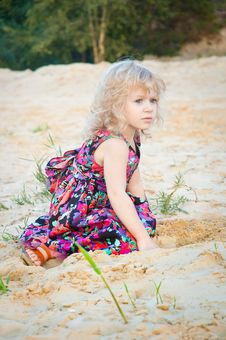 Free Little Girl Plaing Alone At Riverside Stock Photography - 19202442