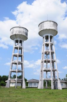 Free Twin Water Tanks Royalty Free Stock Photography - 19202467