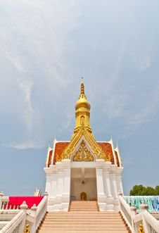 Free Temple Golden Roof And Red, White Building Royalty Free Stock Photos - 19210438