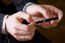 The Hands Of Men Who Hold The Pen Royalty Free Stock Image