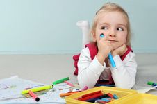Free Girl Is Drawing Royalty Free Stock Photo - 19222005