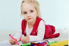 Free Girl Is Drawing Royalty Free Stock Photos - 19222008