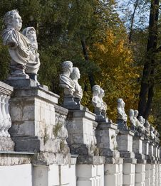 Free Antique Statues Royalty Free Stock Photos - 19224178