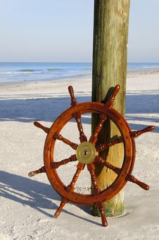 Free Ship S Wheel At The Ocean Stock Photography - 19224212