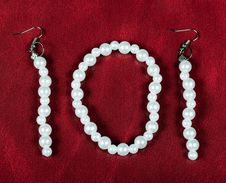 Free Bracelet And Earrings Of Pearls. Bijouterie Stock Image - 19235031