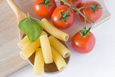 Free Italian Pasta Tomato And Basil Royalty Free Stock Images - 19236349