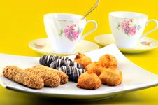 Free Biscuits And Two Cups Royalty Free Stock Photos - 19236368