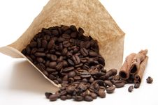 Coffee Beans With Cinnamon Pole Royalty Free Stock Image