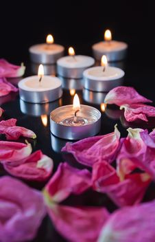 Free Candles And Petals Stock Image - 19242511