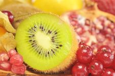 Free Kiwi And Red Currant Royalty Free Stock Photography - 19243467