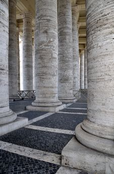 Free St Peter S Square Colonnade, Rome Italy Royalty Free Stock Images - 19245919