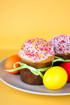 Free Easter Cakes And Eggs Stock Photos - 19250313