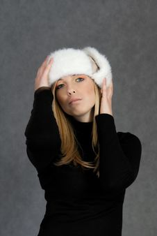 Free Woman In Winter Hat Royalty Free Stock Photos - 19250598