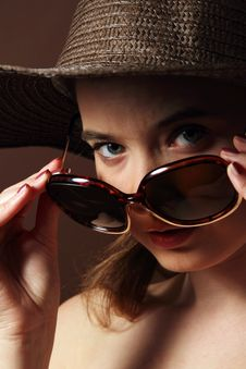 Free Woman Wearing Brown Straw Hat And Sunglasses Stock Photo - 19258620