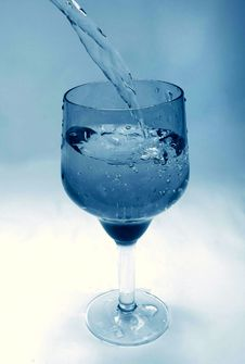 Free Glass Goblet In Which The Water Flowing Royalty Free Stock Photos - 19258688