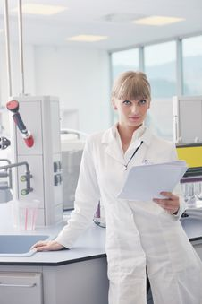 Free Female Researcher Holding Up A Test Tube In Lab Royalty Free Stock Image - 19261146