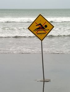 Free No Swimming Sign Royalty Free Stock Images - 19263929