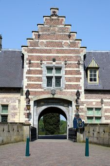 Free Entrance To The Castle Heeswijk Stock Images - 19266984
