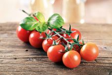 Free Bunch Of Red Tomatoes Stock Photo - 19268450