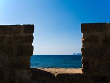 Free View Through The Ancient Wall To The Sea Royalty Free Stock Photo - 19268705