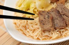Free Chopsticks Eating Delicious Noodles Royalty Free Stock Photography - 19270427