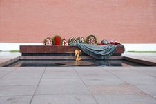 Free Eternal Fire On Red Square In Moscow Royalty Free Stock Photo - 19274225