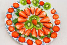 Free Fresh Strawberries And Kiwi Fruit Sliced On A Plat Stock Image - 19275801