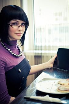 Free Young Woman In Cafe Royalty Free Stock Images - 19289069