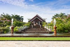 Free Exotic Resort With Gelegant Fountain Stock Images - 19292864