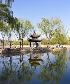 Free Landscape Of Chinese Gardens Royalty Free Stock Photo - 19294645