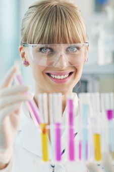 Free Female Researcher Holding Up A Test Tube In Lab Royalty Free Stock Images - 19296839
