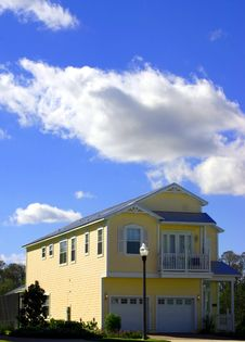 Free 2-story Yellow American Dream Home With Garage Royalty Free Stock Image - 1938576