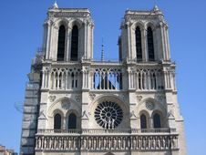 Free In Front Of Notre-Dame Royalty Free Stock Image - 1939476